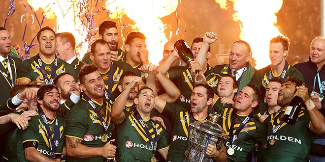 Australia lifting the 2013 World Cup. ©RLphotos