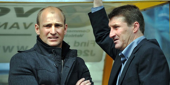 St Helens coach Nathan Brown (left) and Warrington boss Tony Smith (right). ©RLPhotos