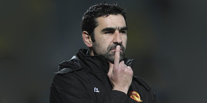 Catalan Dragons coach signs new deal