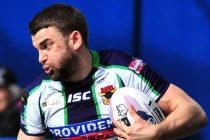 Elliot Kear makes switch to rugby union