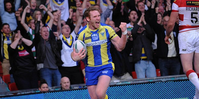 Joel scoring in the 2013 Super League Grand Final. ©RLPhotos