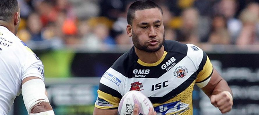 Salford Red Devils snap up Weller Hauraki