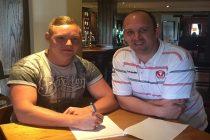 Hornets sign Barrow forward