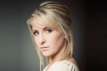 Lizzie Jones to sing national anthems at series decider