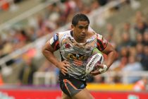 Junior Moors signs two-year contract extension at Castleford