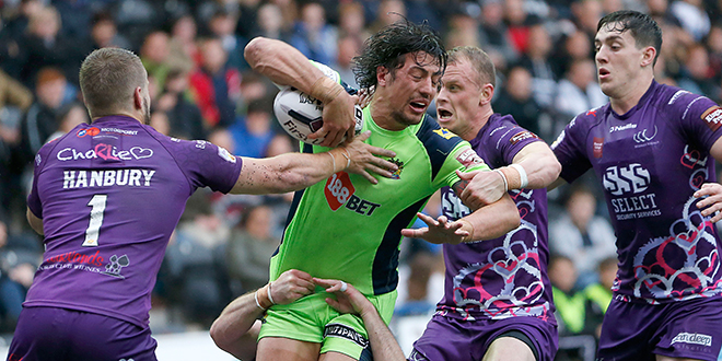 Wigan's ANTHONY GELLING CAN'T ESCAPE FROM Widnes RHYS HANBURY, Widnes CHARLY RUNCIMAN AND Widnes KEVIN BROWN Pix Magi Haroun 16.06.2016 RUGBY SUPERLEAGUE ROUND 19 WIDNES VIKINGS V WIGAN WARRIORS