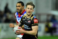 Leigh ease to victory at London