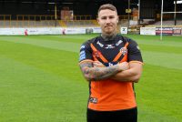 Jamie Ellis returns to Castleford Tigers on three-year deal